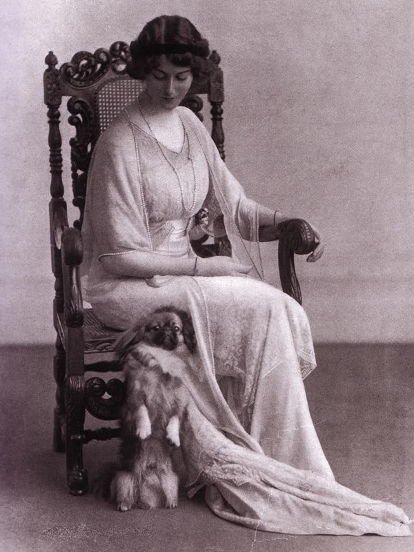 pekingese, Duchess of Sutherland,Dorothy Parker,Vogue Magazine,