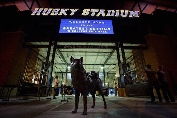 Alaskan Malamute,Siberian Husky,mascot, Dawg Pack, University of Washington, Husky Stadium, football